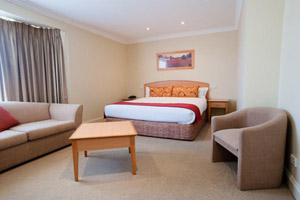 Bathurst Accommodation 1 bedroom king spa suite Heritage Motor Inn