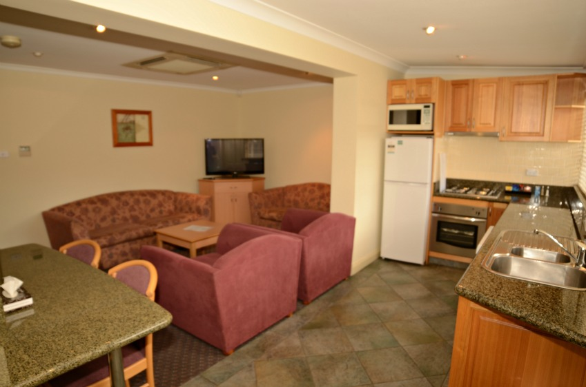 Bathurst self Contained accommodation 3 bedroom cottage Heritage Motor Inn